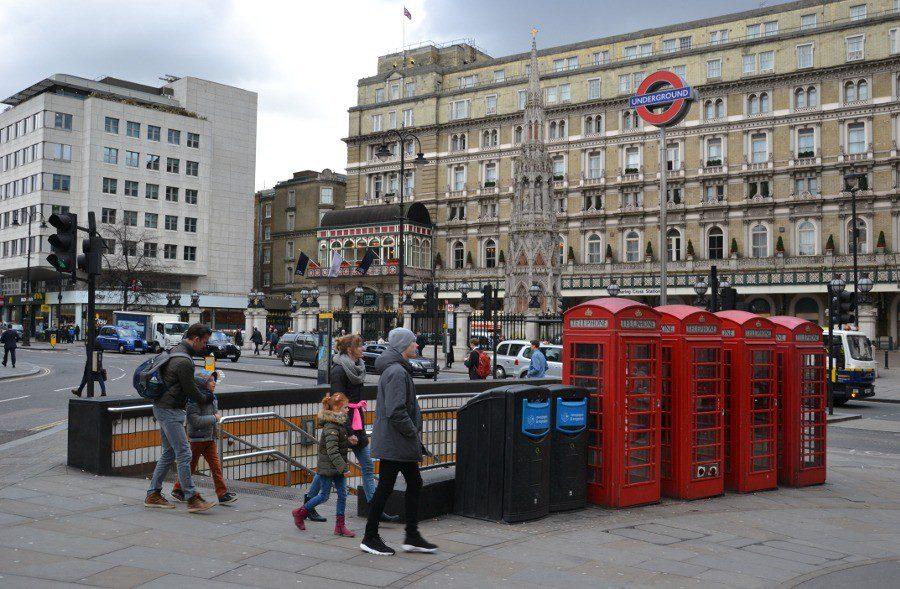 Wejście do stacji metra w Londynie