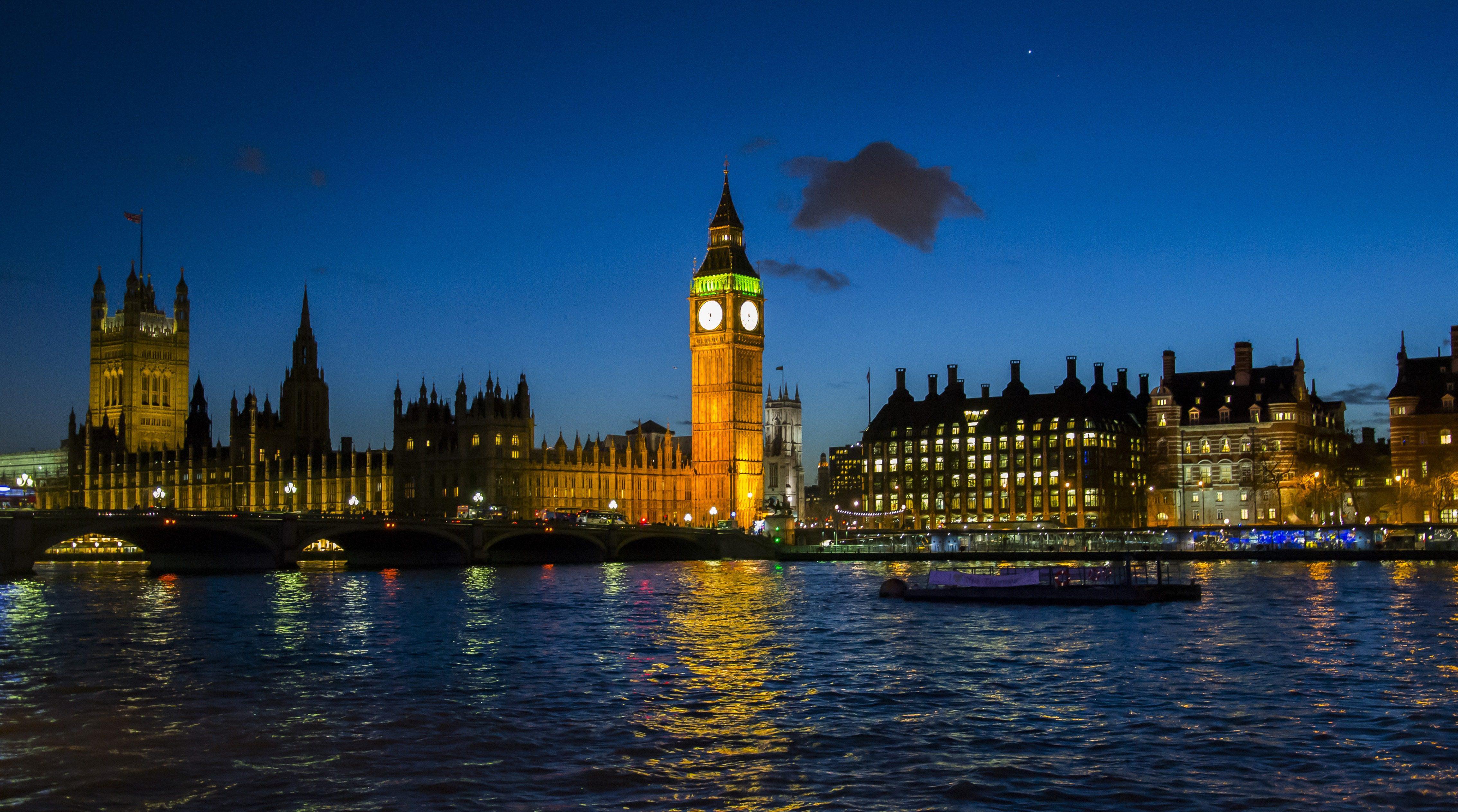 Jak dotrzeć do Londynu i się po nim poruszać? [KOSZTY i PORADNIK]