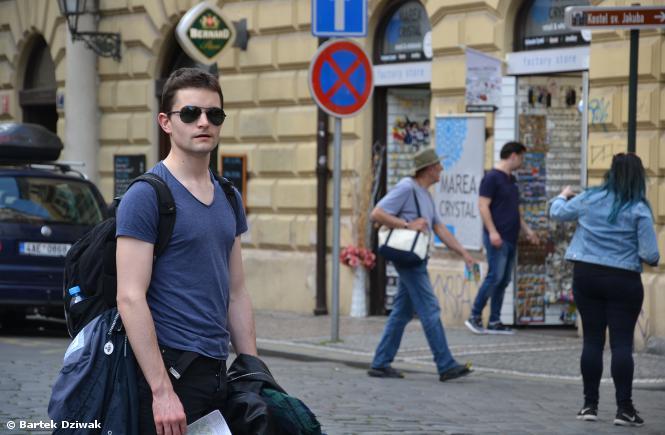Do Czech za darmo, czyli jak dojechać autostopem do Pragi