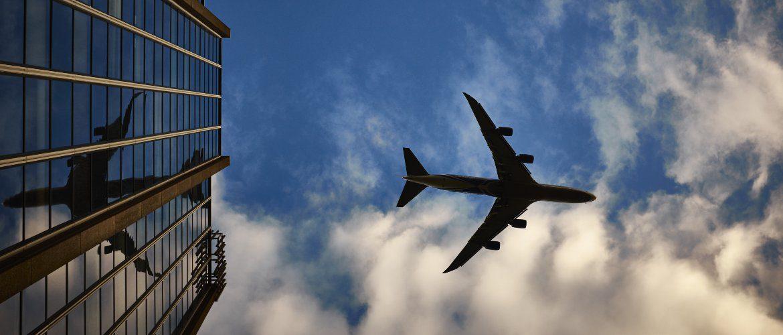 Przelatujący samolot
