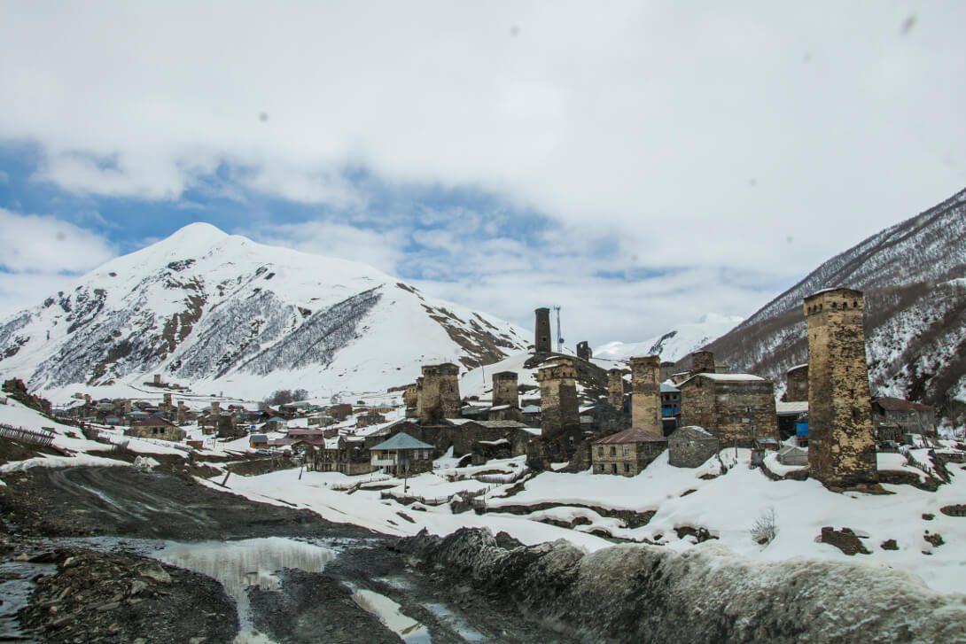 Ushguli – samotna wioska wśród szczytów Gruzji