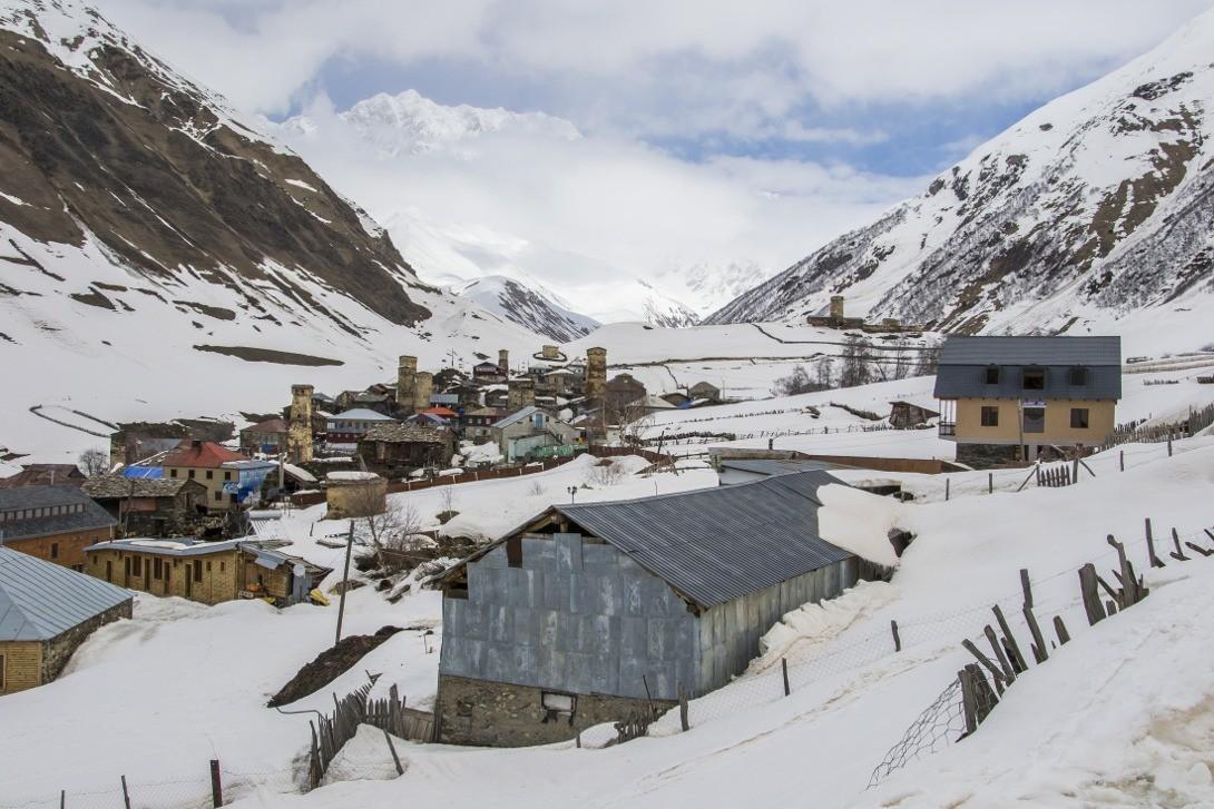 Ushguli otoczone górami Wysokiego Kaukazu