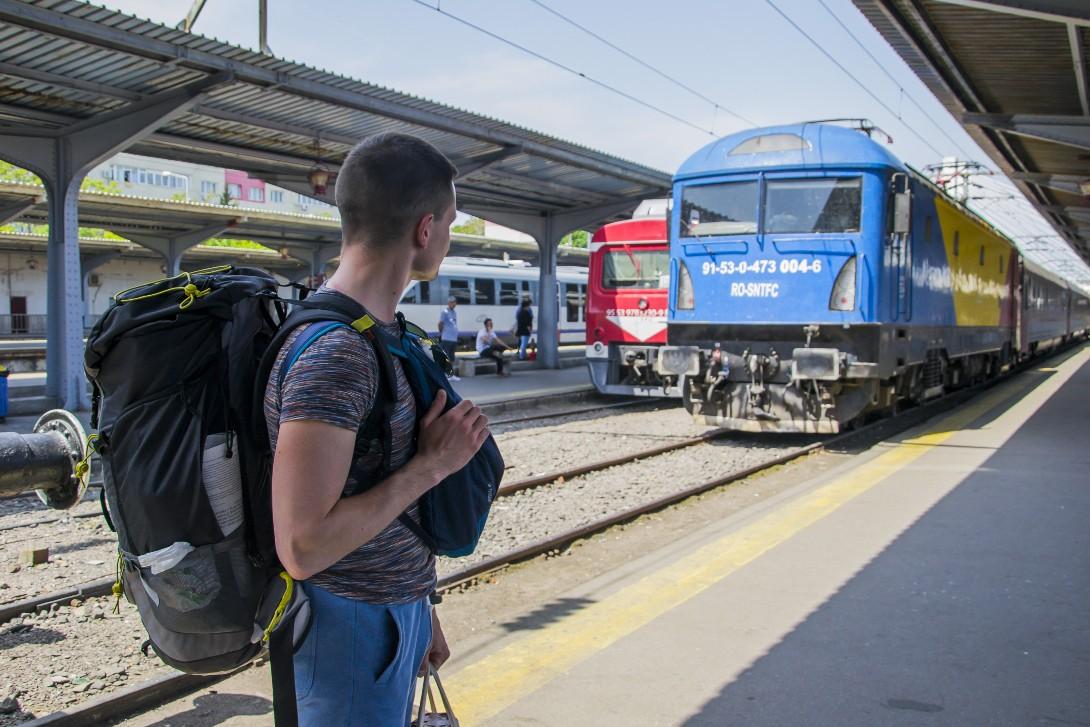 Bartek w oczekiwaniu na pociąg w Bukareszcie.