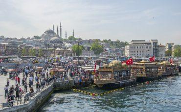 Widok na zatokę Złoty Róg i meczet Sulejmana.