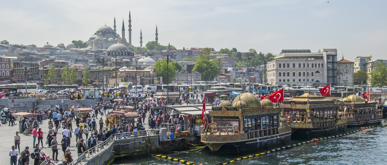 Widok na meczet Sulejmana w Stambule