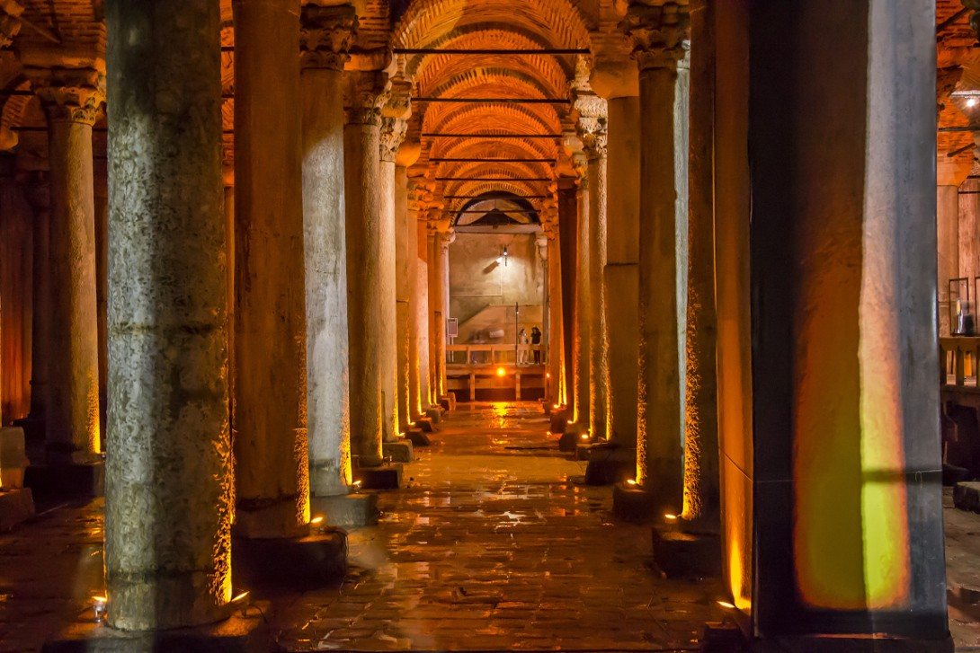 Wnętrze Cysterny Bazyliki w Stambule