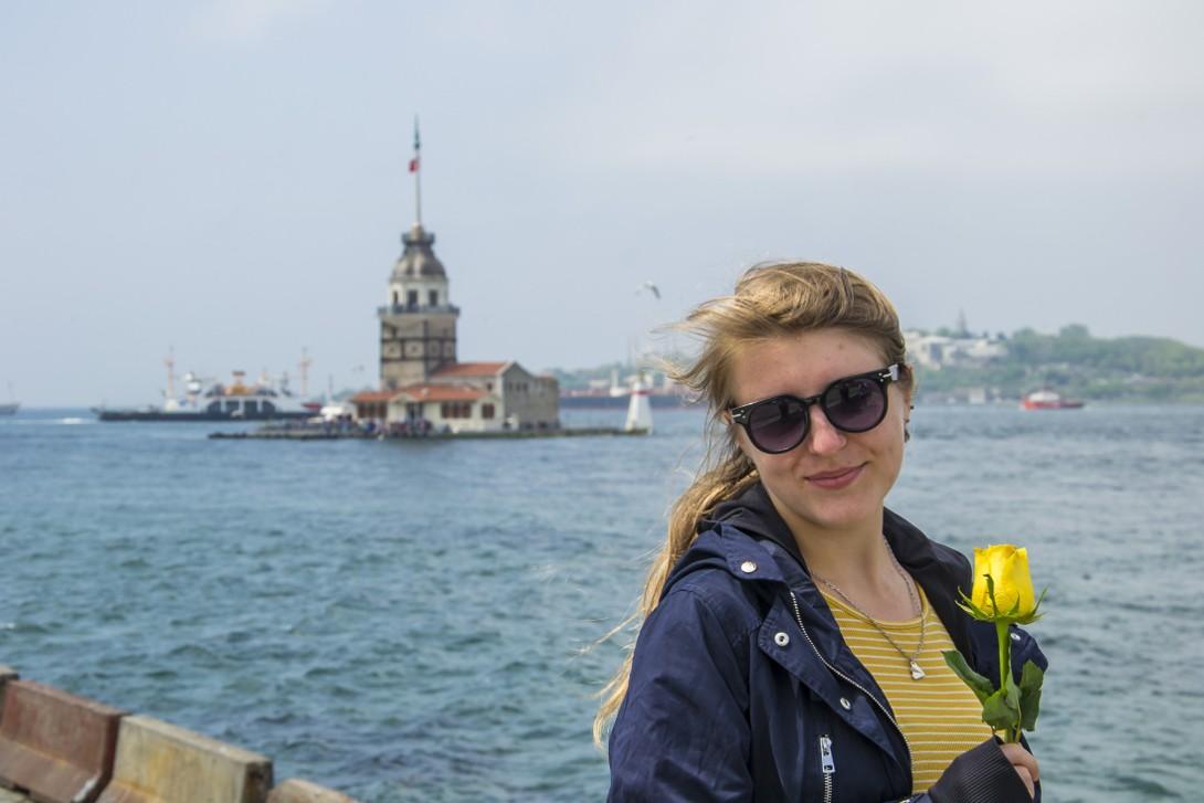 Natalia na tle cieśniny Bosfor w Stambule
