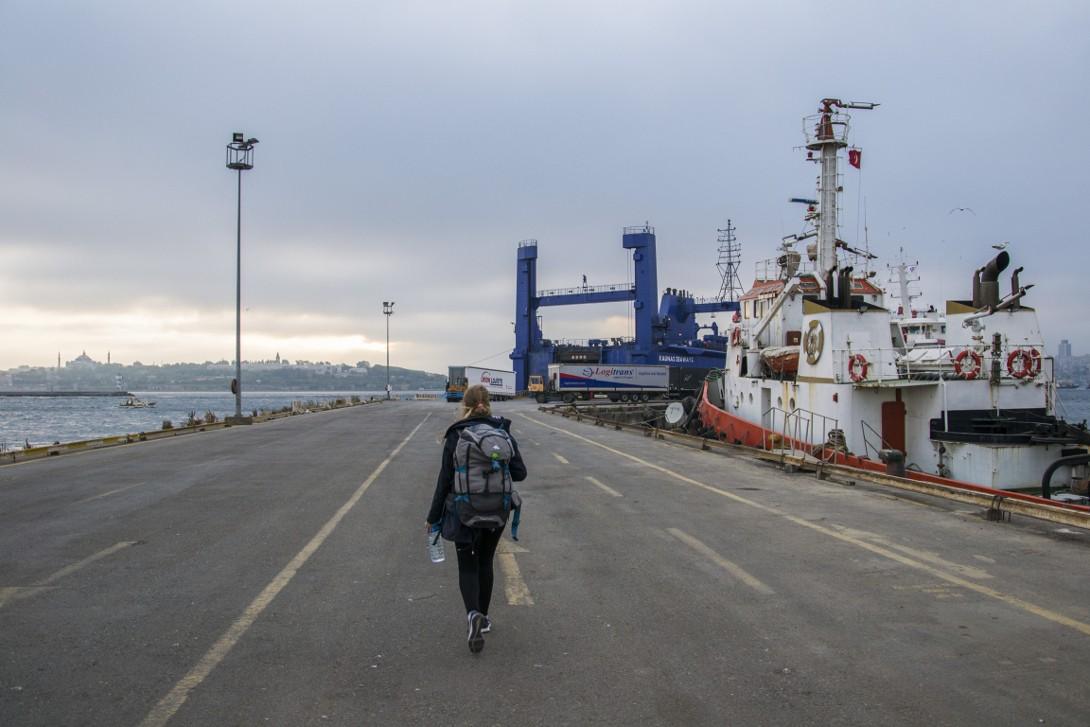 Natalia wchodząca na pokład statku Kaunas Seeways