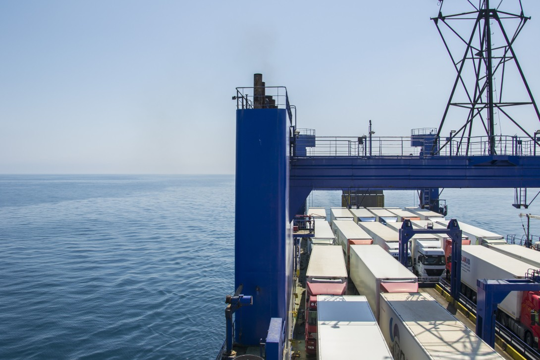 Statek Kaunas Seeways na pełnym morzu - rejs ze Stambułu do Odessy