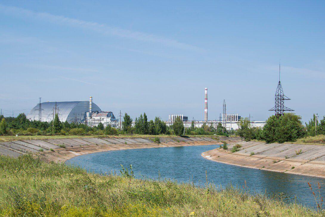 Widok na reaktor nr 4 Czarnobylskiej Elektrowni Atomowej