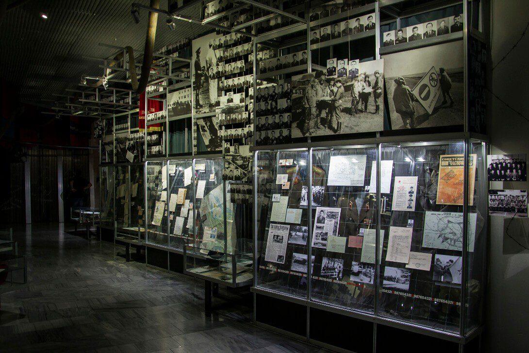 Zdjęcia ofiar katastrofy w Muzeum Czarnobyla w Kijowie