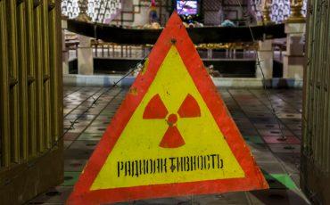 """Znak """"Uwaga promieniowanie"""""""