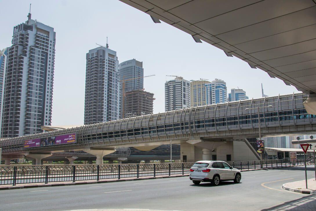 Przejscie nadziemne przez Sheikh Al Zayed Road