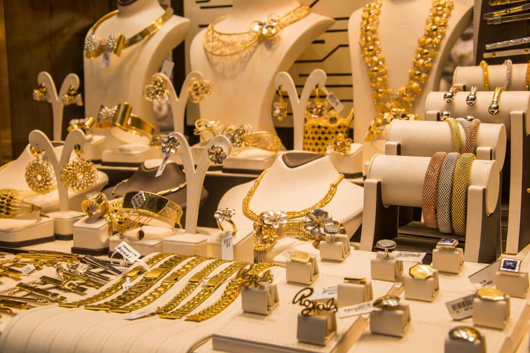 Targ złota w dzielnicy Deira w Dubaju