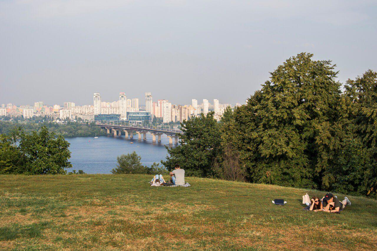 Widok na Dniepr z pomniku Matka Ojczyzna w Kijowie