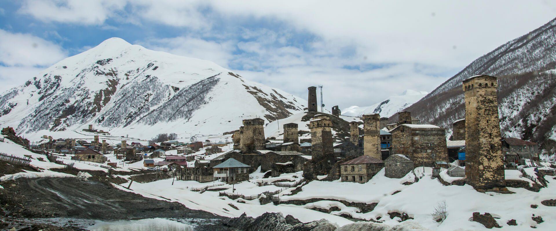 Ushguli - samotna wioska wśród szczytów Gruzji