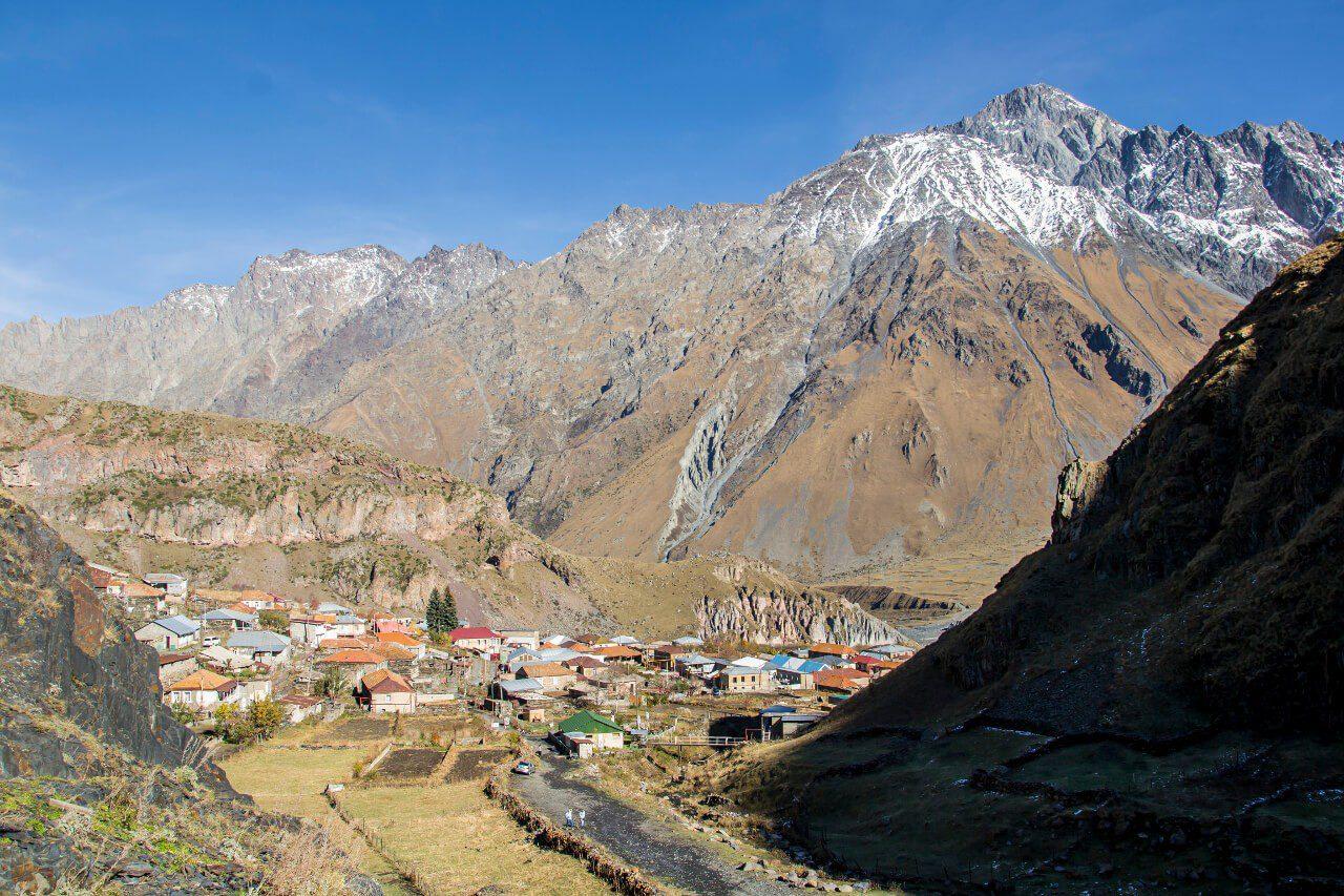 Wioska Gergeti, od której oddaliśmy się w drodze do klasztoru Cminda Sameba