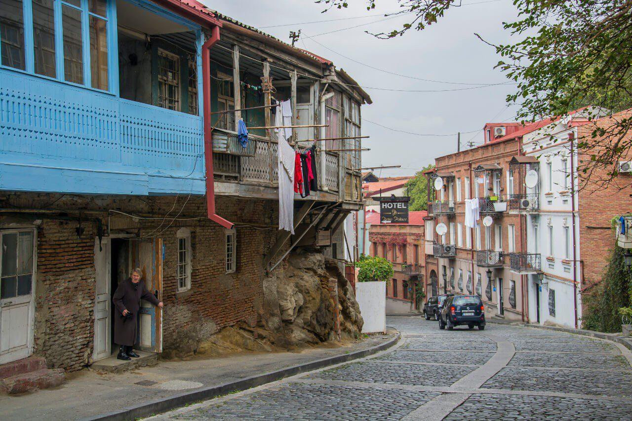 Uliczka Starego Miasta w Tbilisi