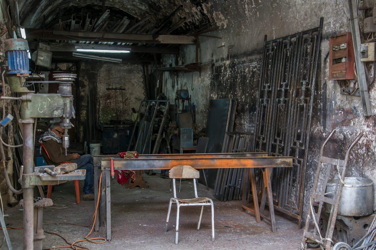 Warsztat w palestyńskiej części Hebronu.