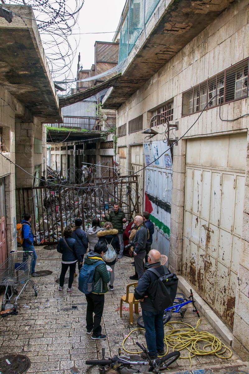 Odgrodzona strefa buforowa między częścią izraelską i palestyńską w Hebronie.