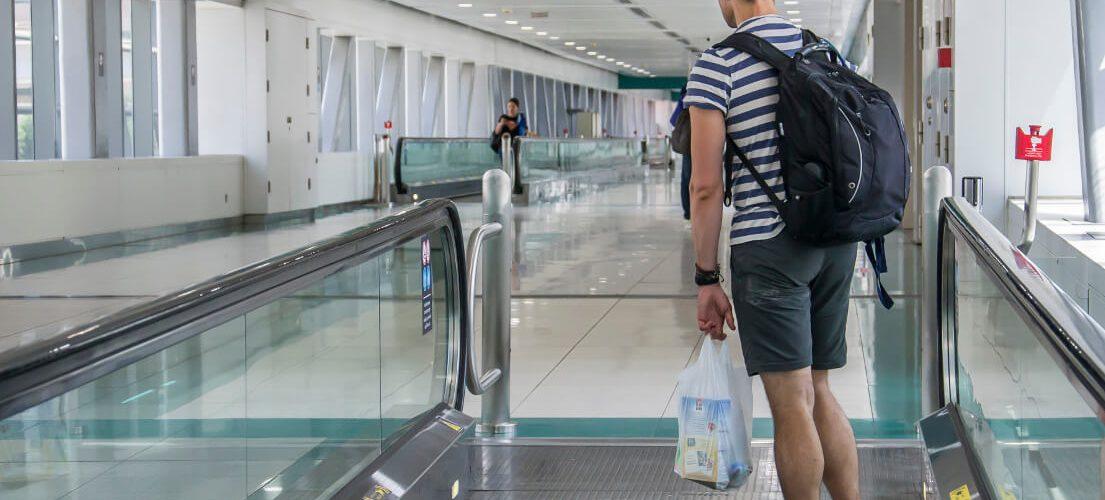 Bagaż podręczny – jak się spakować przed lotem? Praktyczne wskazówki