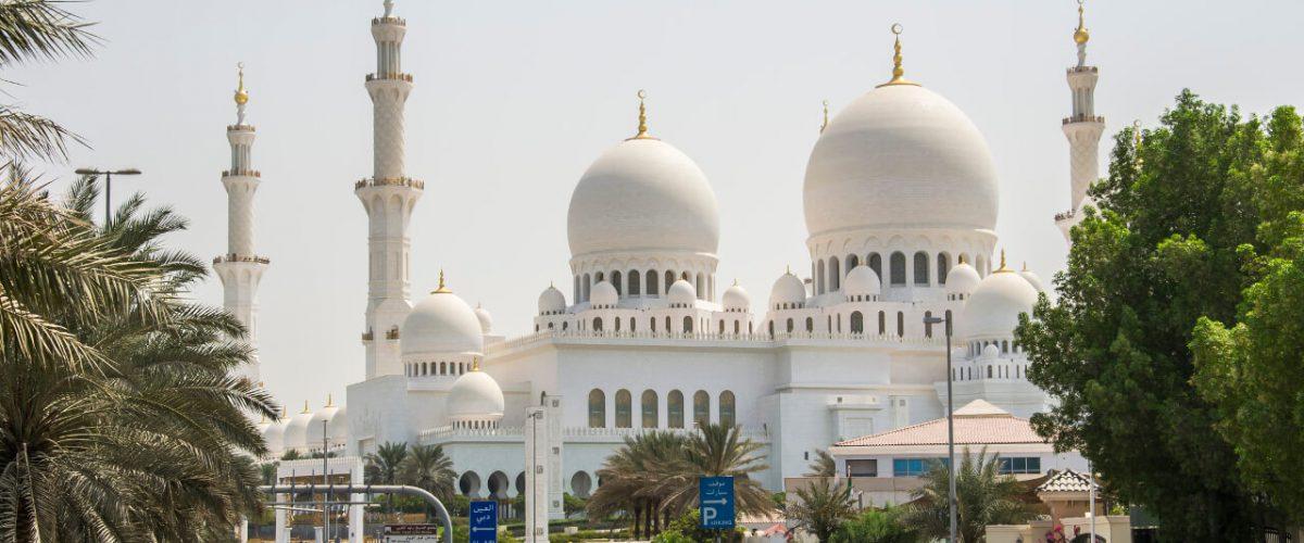 Wielki Meczet Szejka Zayeda w Abu Dhabi – biały klejnot Emiratów