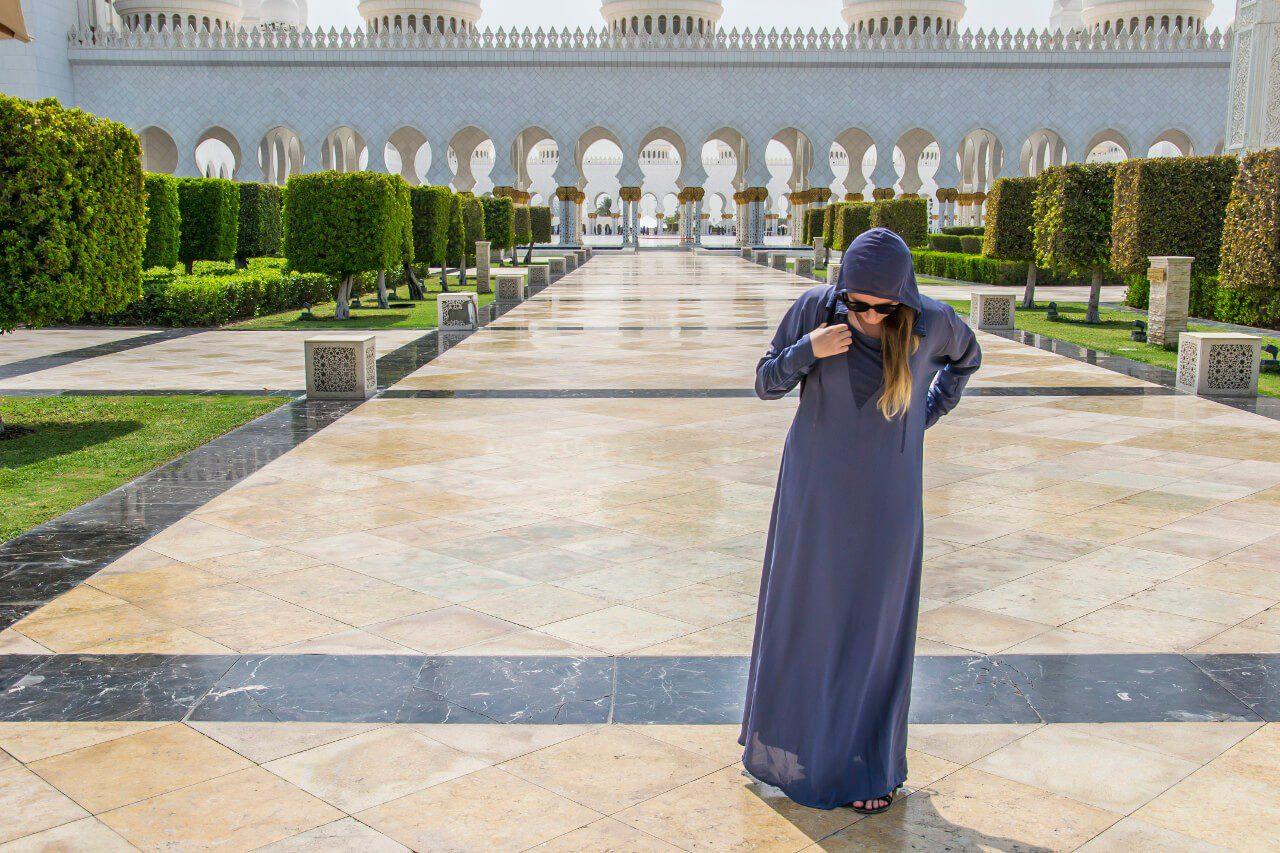 Abaya wypożyczona w Wielkim Meczecie Szejka Zayeda w Abu Dhabi