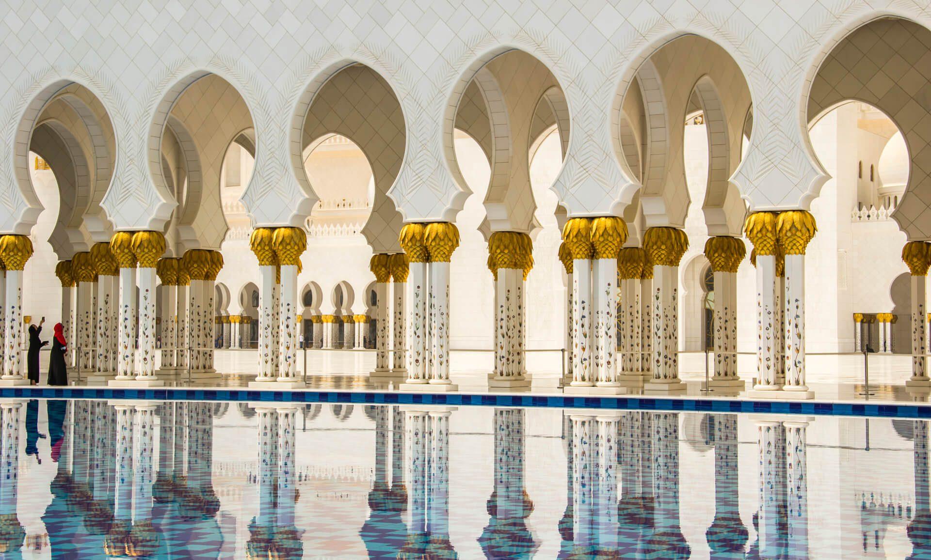 Kolumnada w Wielkim Meczecie Szejka Zayeda w Abu Dhabi