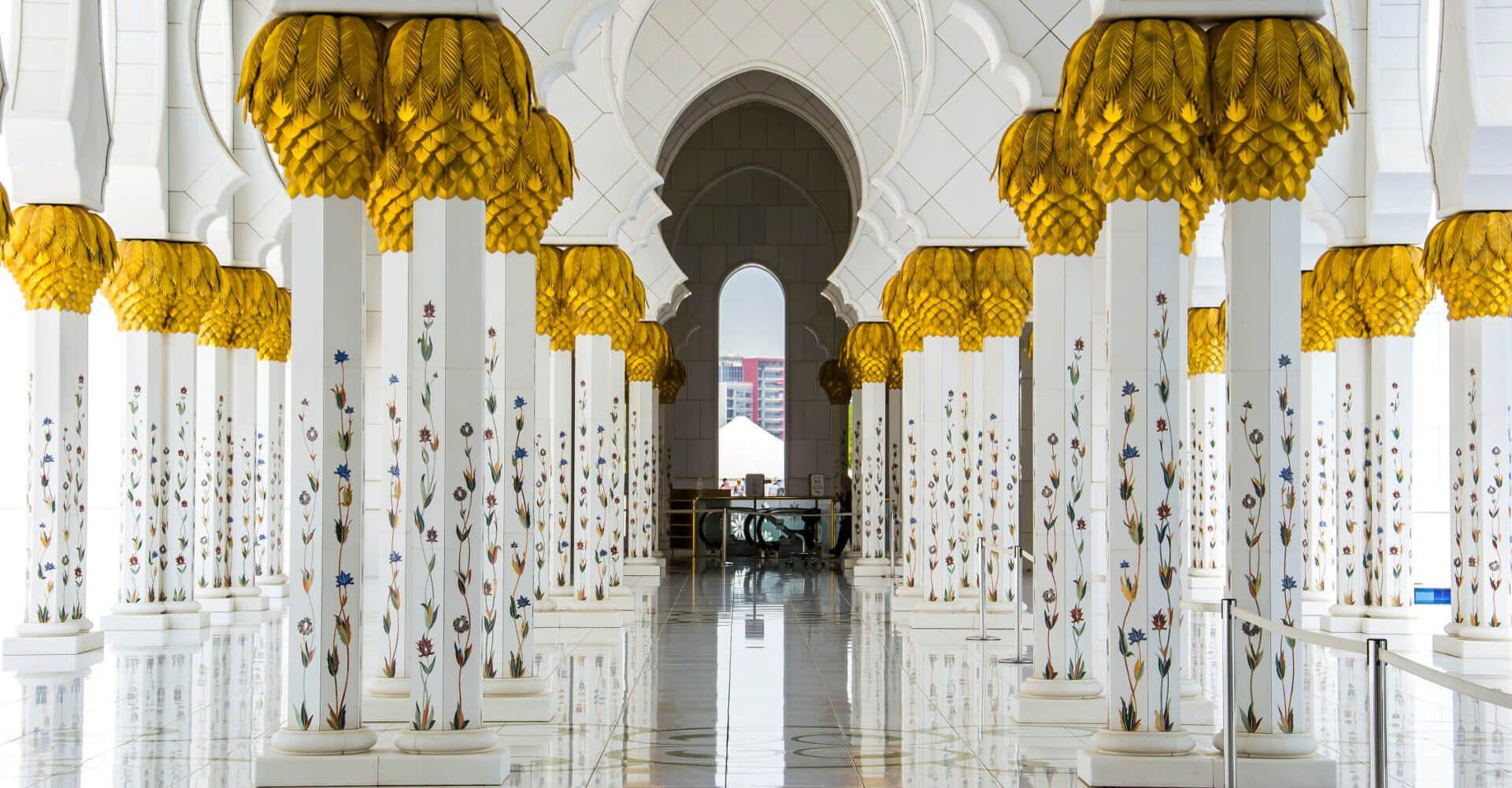 Wielki Meczet Szejka Zayeda w Abu Dhabi - biały klejnot Emiratów