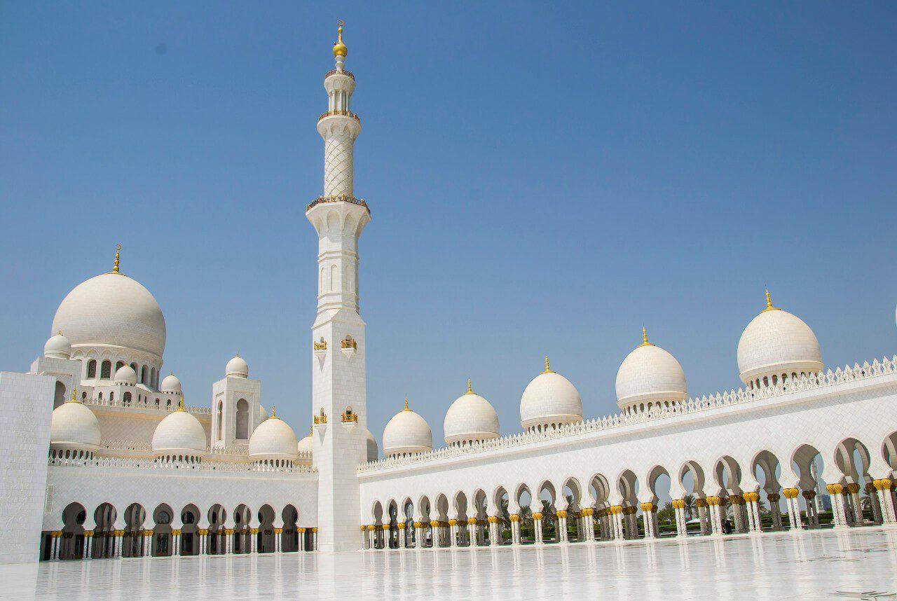 Dziedziniec Wielkiego Meczetu w Abu Dhabi