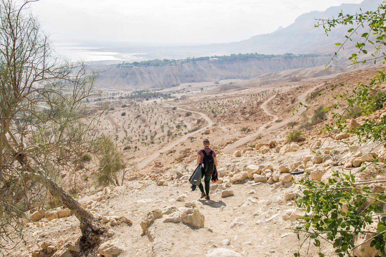 Zejście do Tel Goren w parku narodowym Ein Gedi w Izraelu.