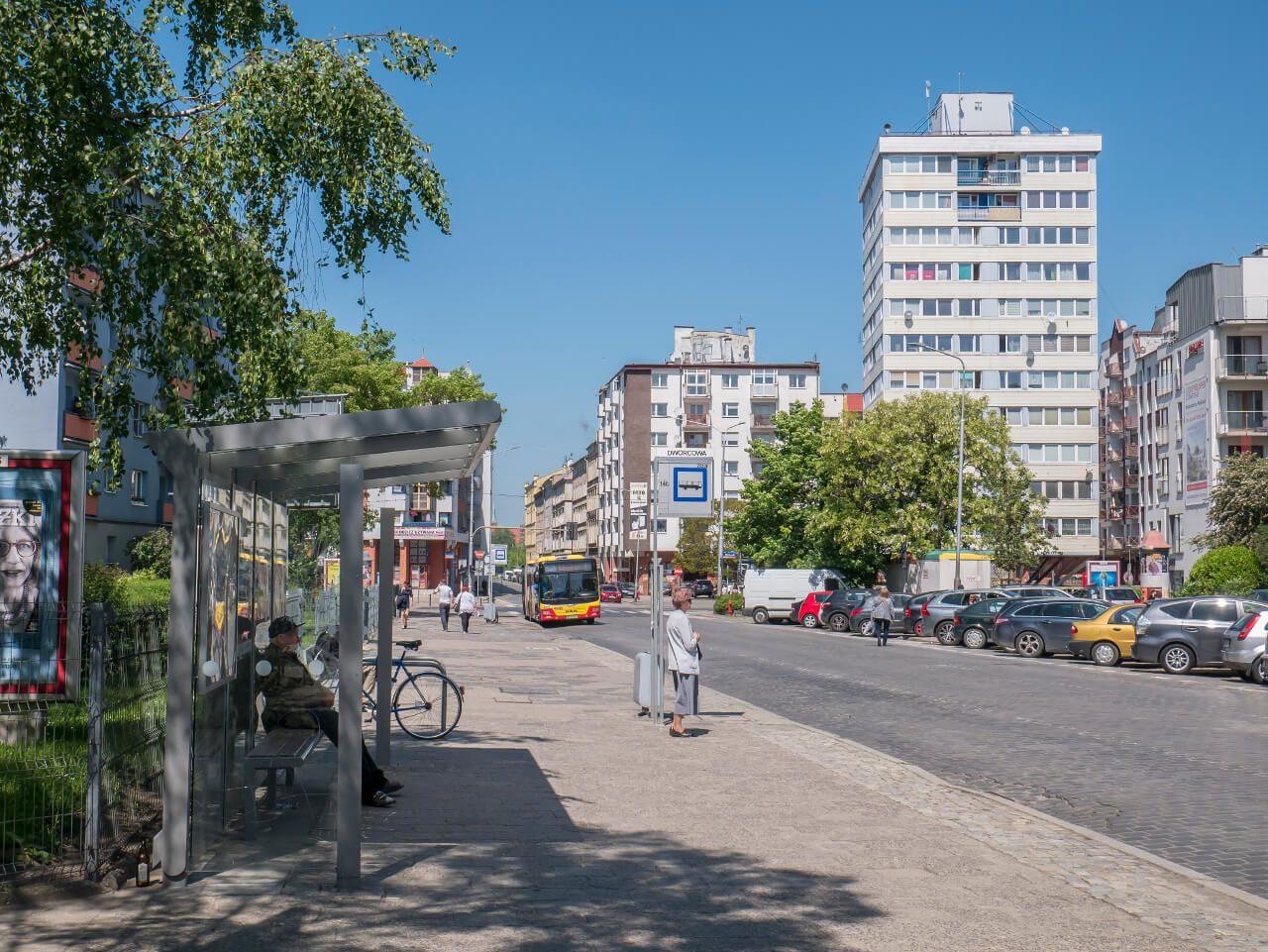 Widok na Trzonolinowiec z ulicy Dworcowej we Wrocławiu