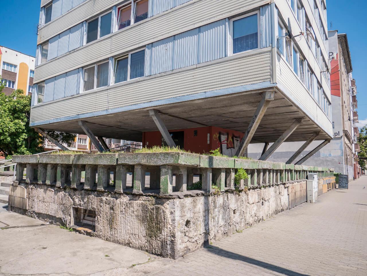 Dolna część budynku Trzonolinowca