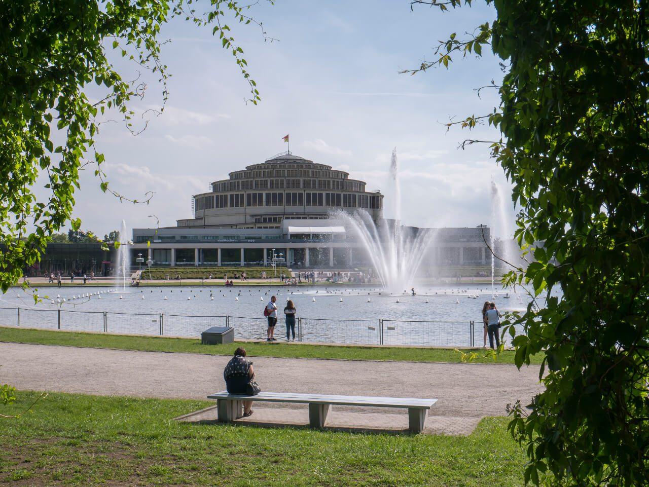 Hala Stulecia, fontanna multimedialna i pergola we Wrocławiu