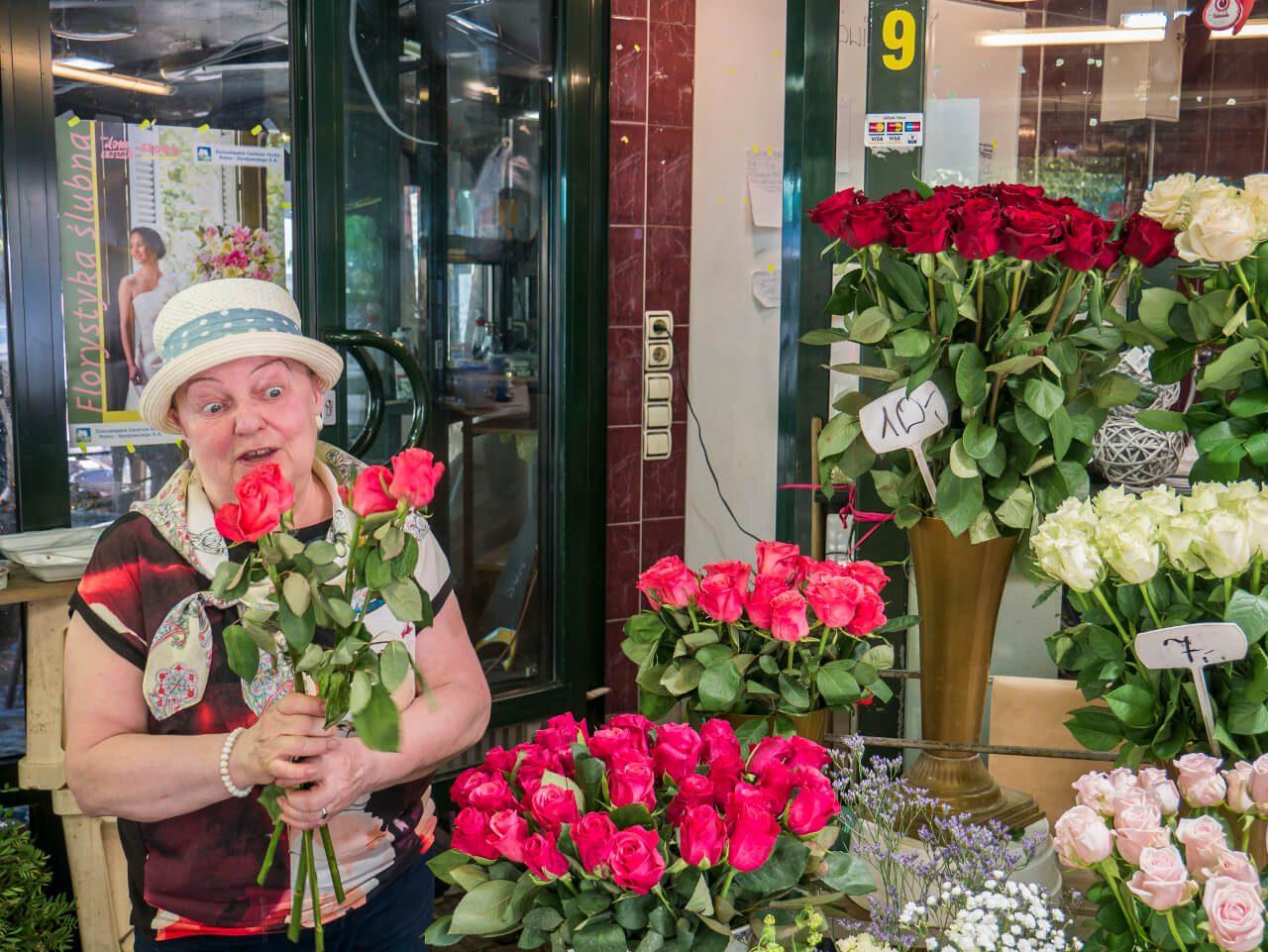 Kwiaciarka na stoisku nr 9 - Plac Solny we Wrocławiu