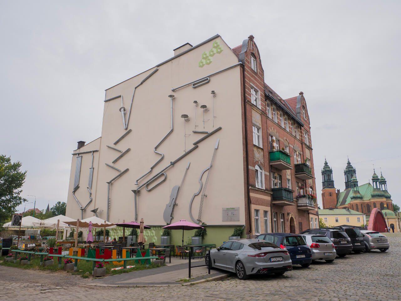 Instalacja z rynien przy ul. Ostrówek 17 w Poznaniu