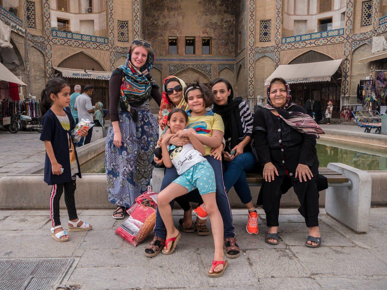 Natalia z Irankami w Isfahan w Iranie