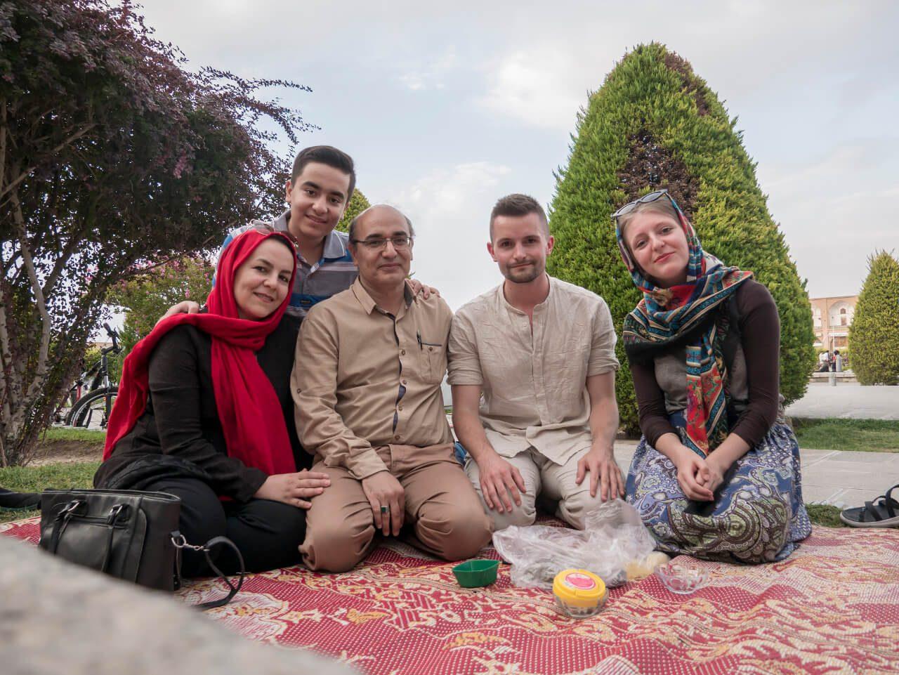 Zwiedzanie Iranu - piknik w Isfahan
