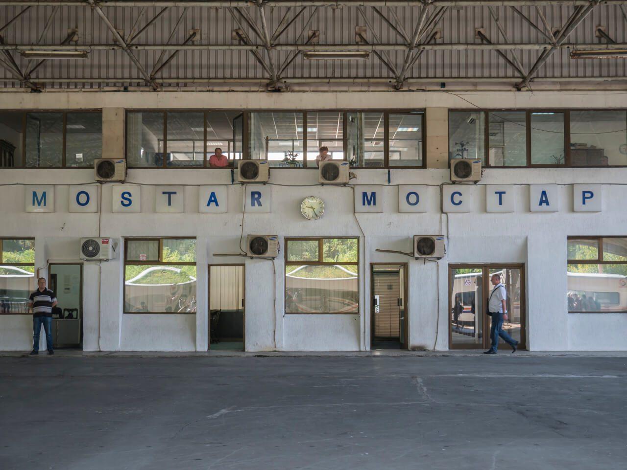Dworzec kolejowy Mostar z napisem