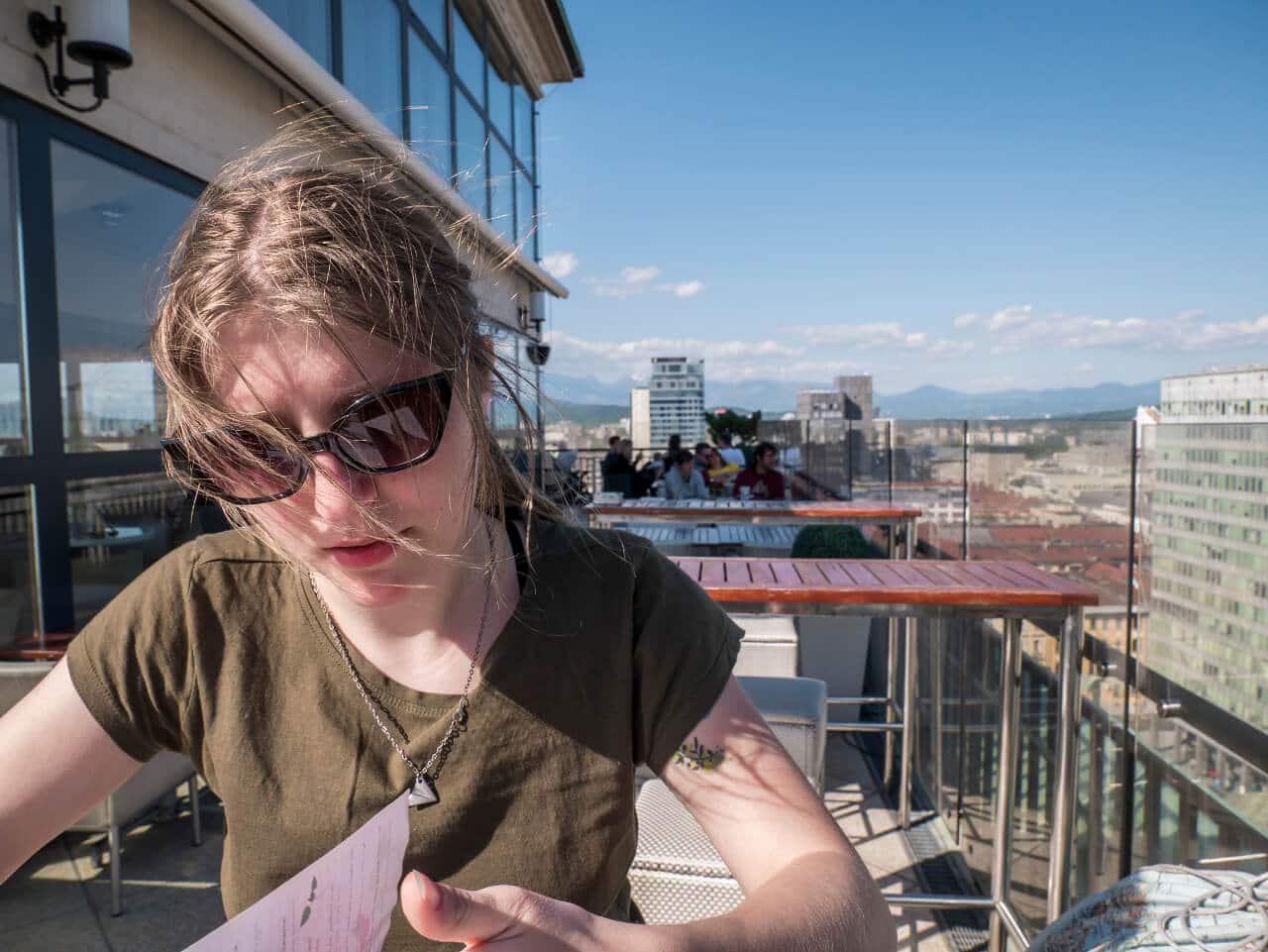 Natalia w restauracji na szczycie wieżowca Nebotičnik w Lublanie (Słowenia)