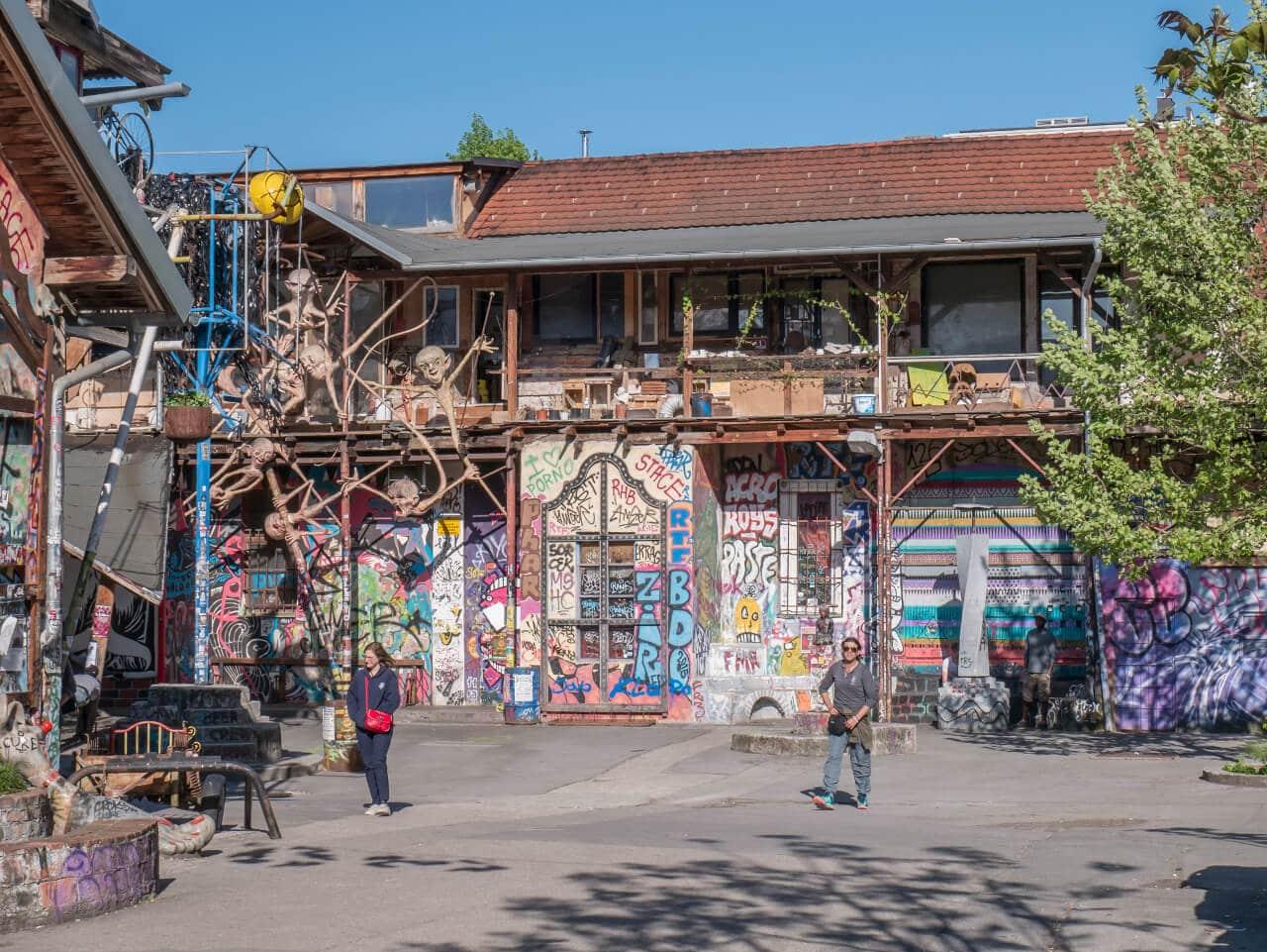 Budynek w alternatywnej dzielnicy Metelkova