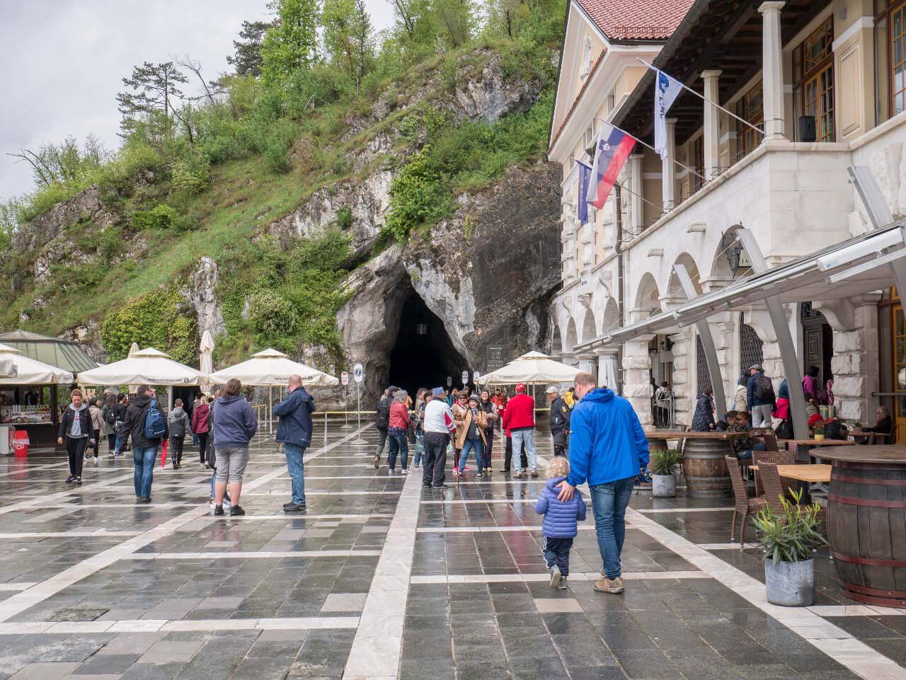 Wejście do jaskini Postojna