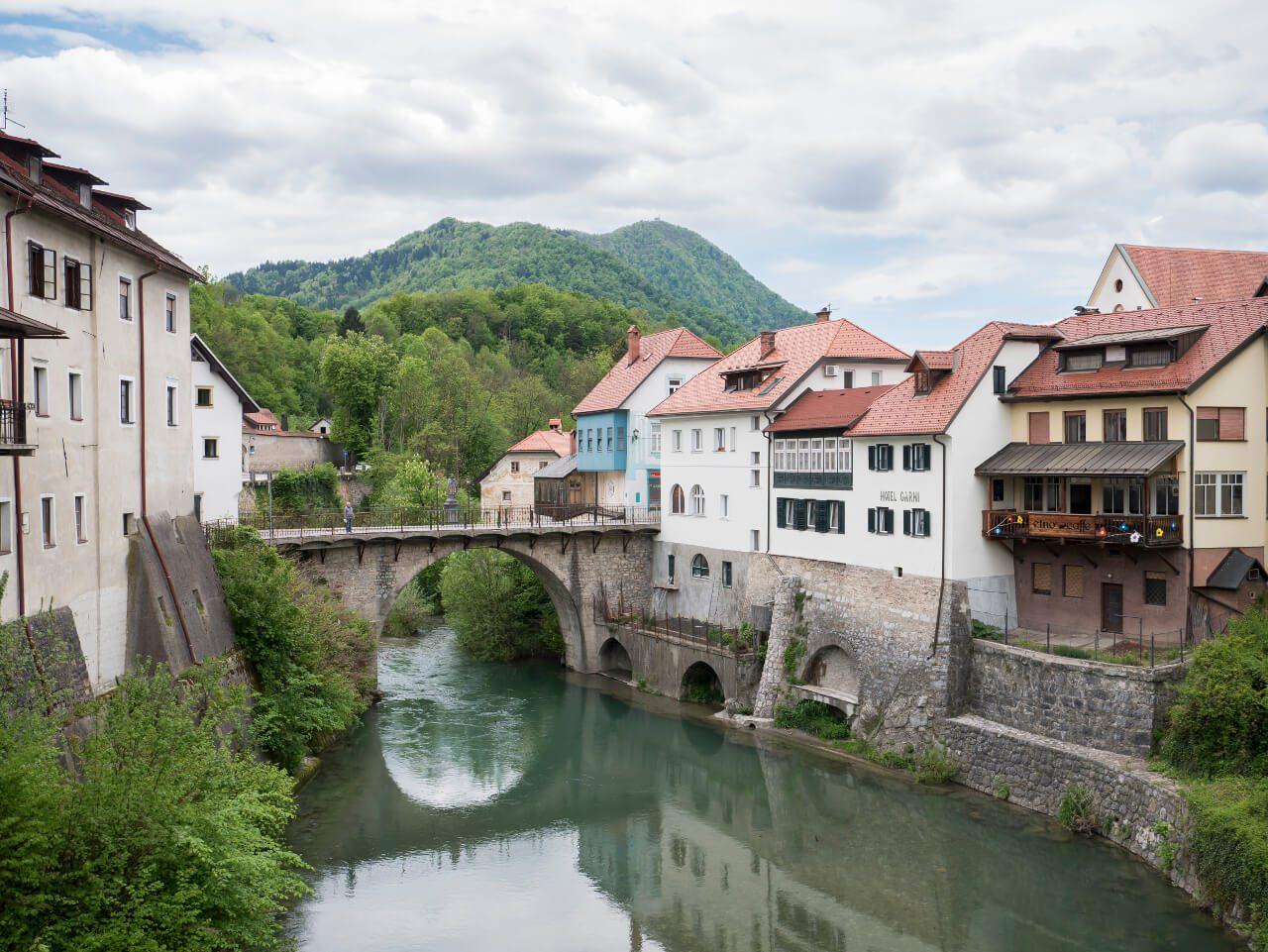 Co warto zobaczyć w Słowenii - Najbardziej charakterystyczny kadr w mieście - Most Kapucyński