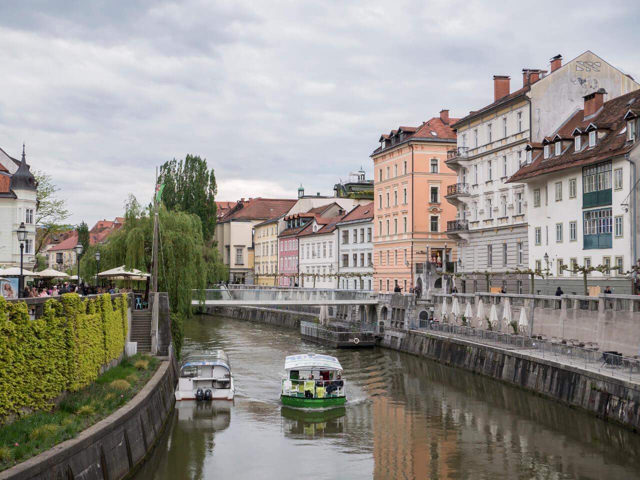 Rzeka Ljubljanica w Lublanie w Słowenii