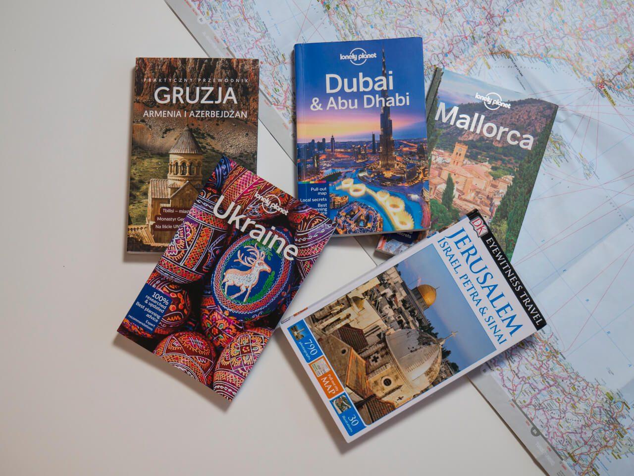 5 przewodników Lonely Planet, Eyewitness Travel i Pascal jako prezent dla podróżnika