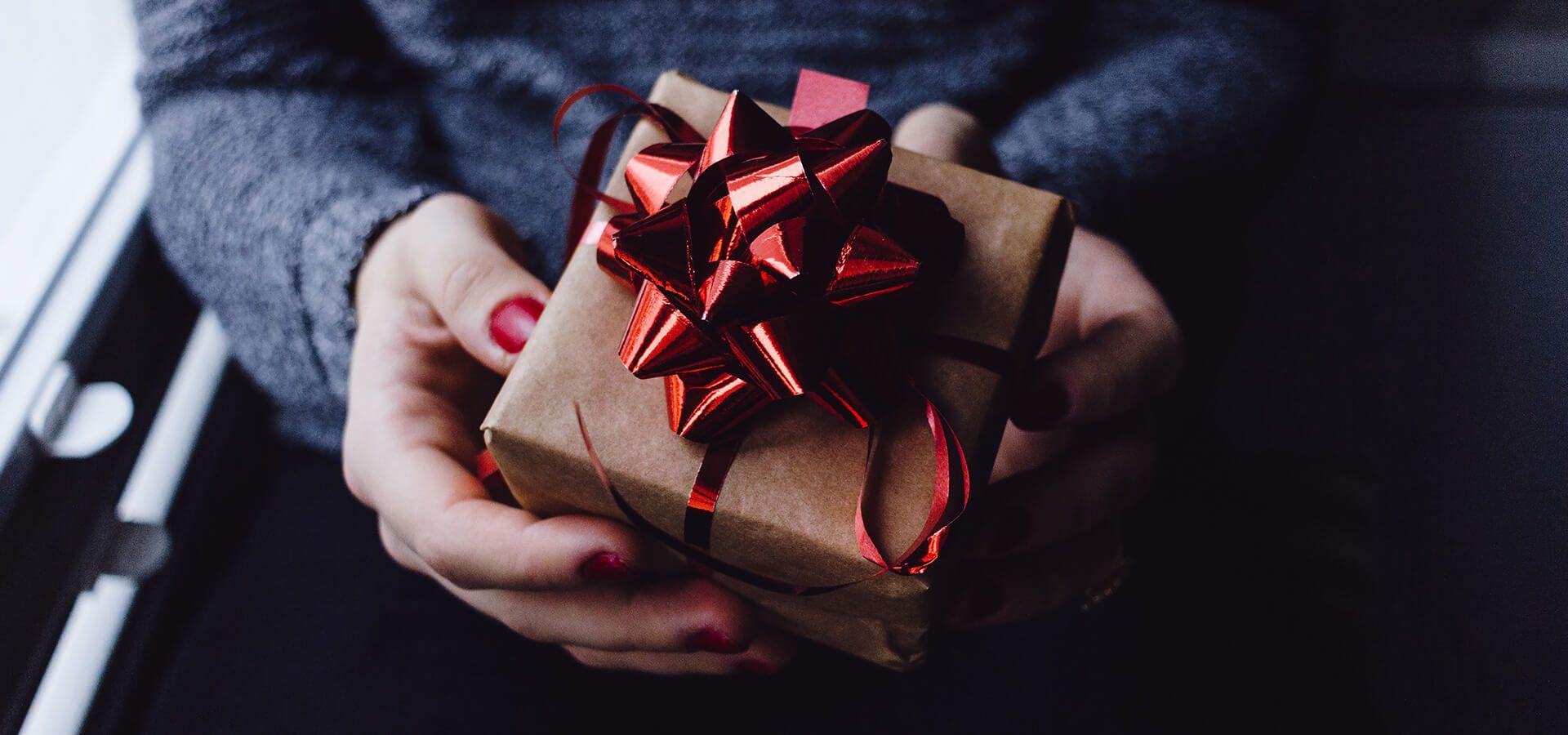 40 najlepszych prezentów dla podróżnika w 2021 r.