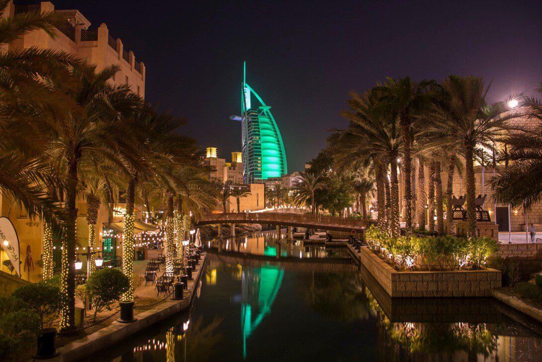 Widok na Burj al Arab w Dubaju