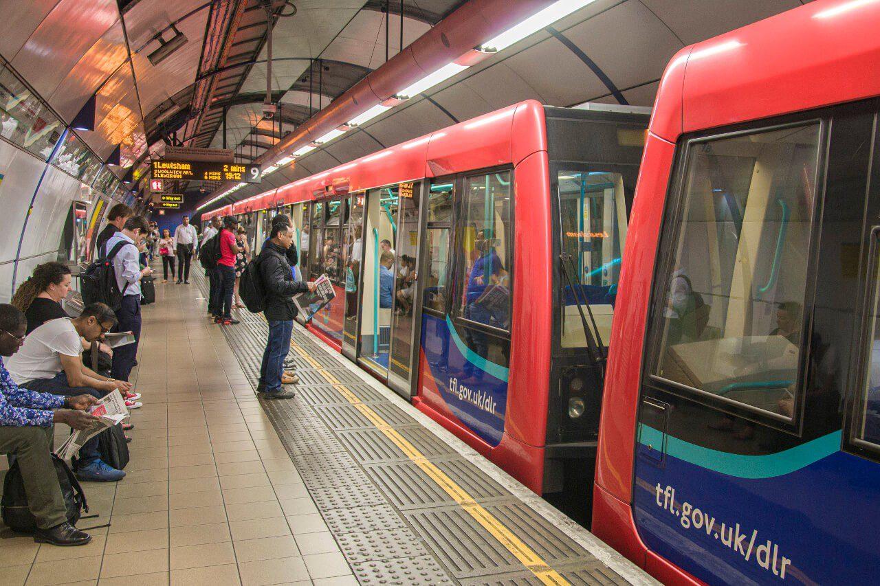Pociąg kolei DLR w Londynie