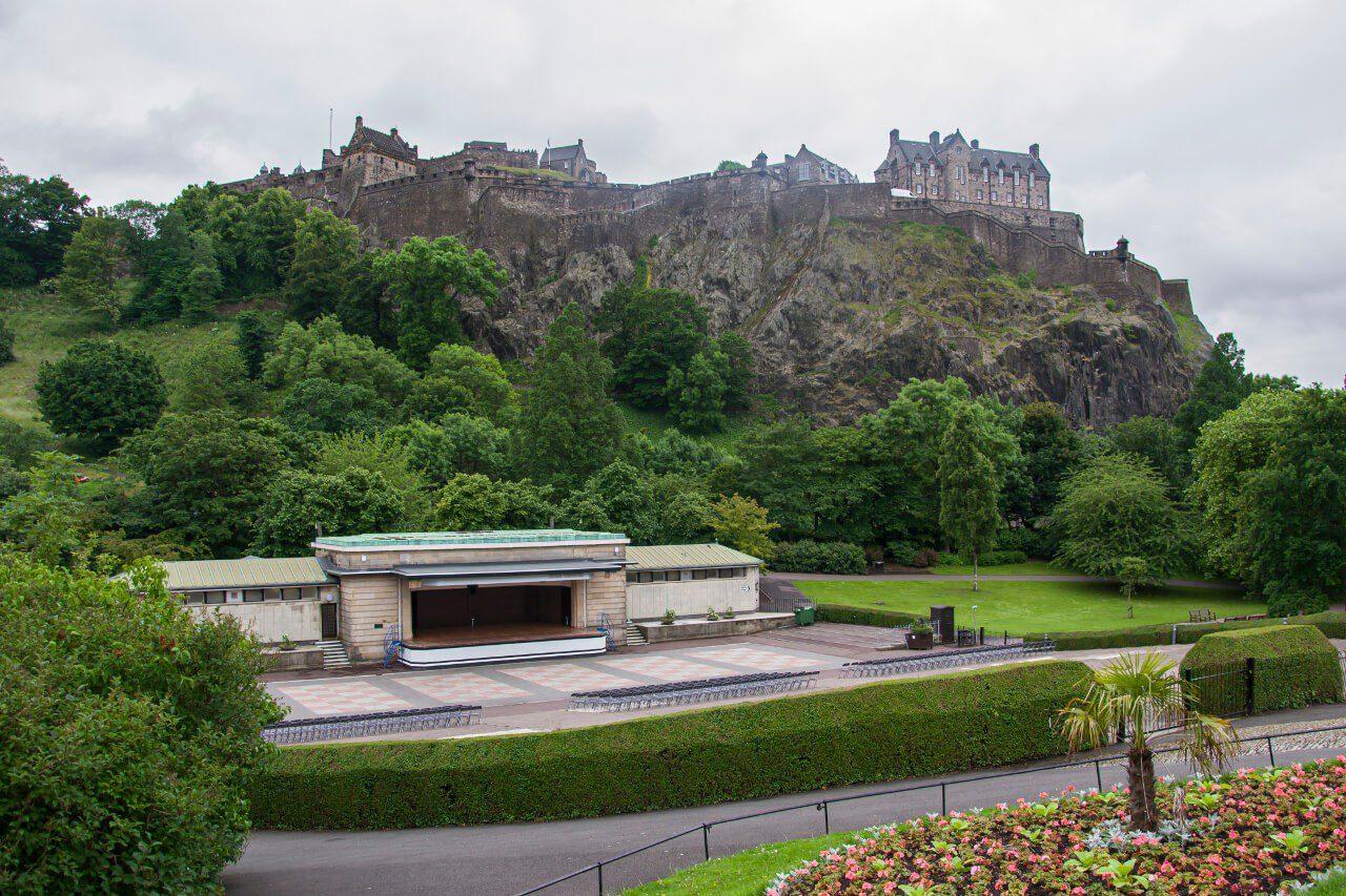 Widok na zamek w Edynburgu