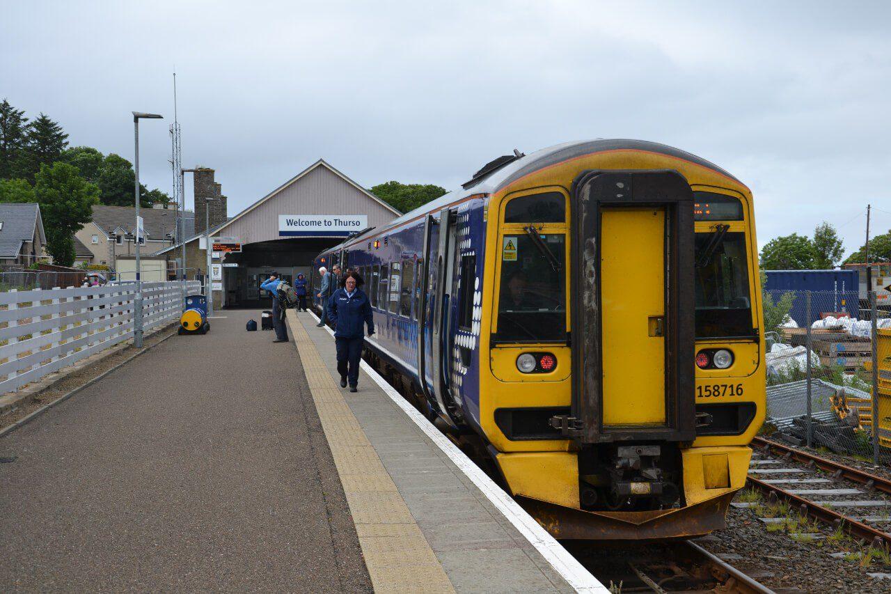 Pociąg na stacji w Thurso